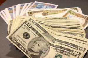 دولار وليرة وعملة سورية