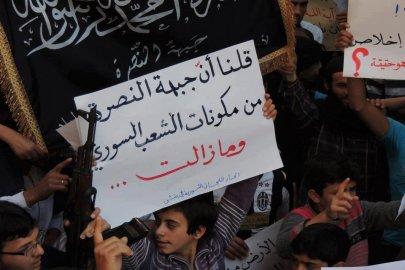 لافتات مع جبهة النصرة