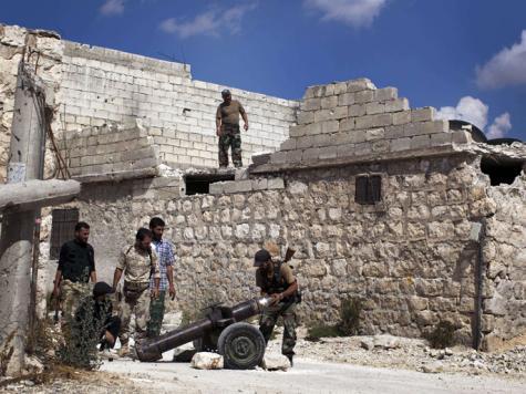 أحد الثوار يجهز مدفعا بقذيفة صاروخية لقصف مواقع عسكرية للنظام في حلب