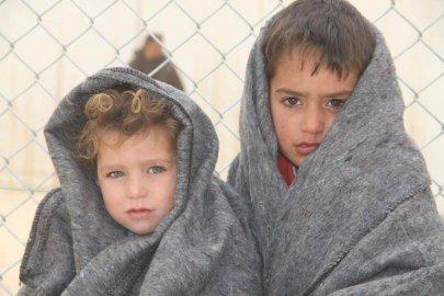 أطفال لاجئين في الشتاء
