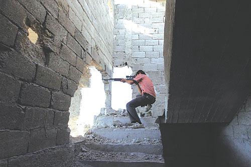 الجيش السوري الحر - قناص