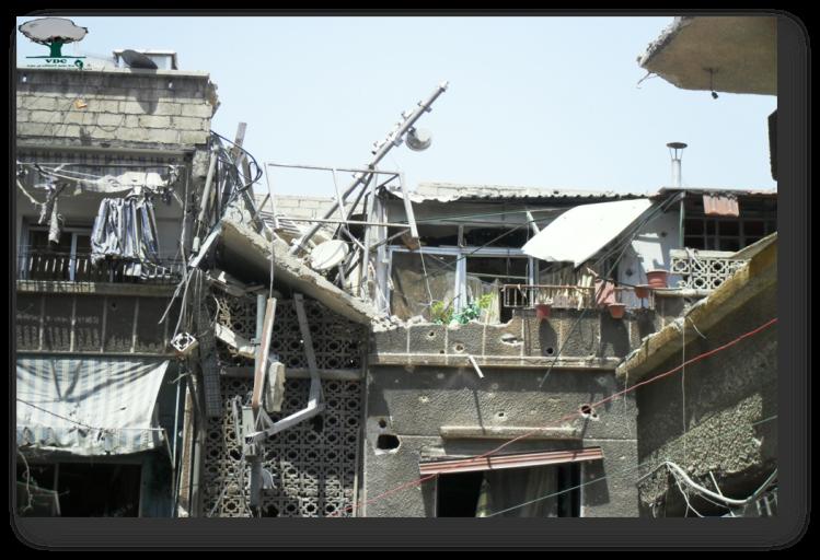 صورة ملتقطة من قبل أحد النشطاء ويظهر فيها الأضرار الحاصلة في بعض المنازل نتيجة قصف قوات النظام السوري.*