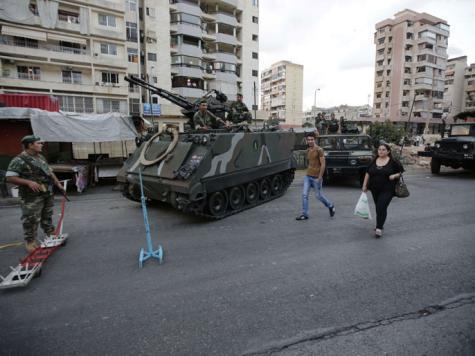 عناصر من الجيش اللبناني على أحد الحواجز في قلب الضاحية الجنوبية لبيروت