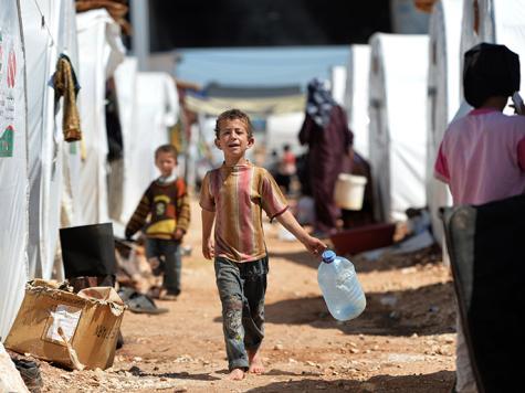 لاجئون يعانون شظف العيش قرب الحدود مع تركيا