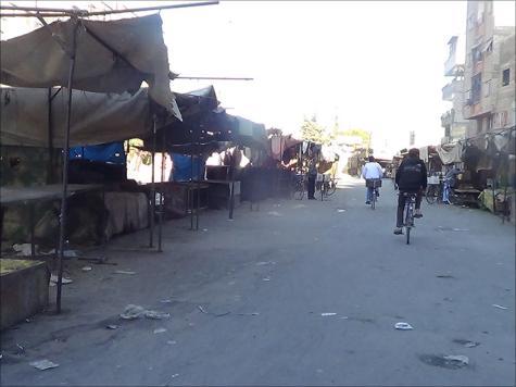 أسواق مخيم اليرموك فارغة ولا يجد الناس فيها ما يأكلون