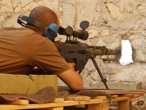 قناص من الجيش السوري الحر يتخذ موقعه في إحدى المعارك بريف حلب