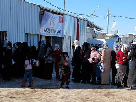 العربي وأوغلو أكدا أن الالتزام بالهدنة سيسمح بإيصال المساعدات للمناطق المنكوبة بسوريا (