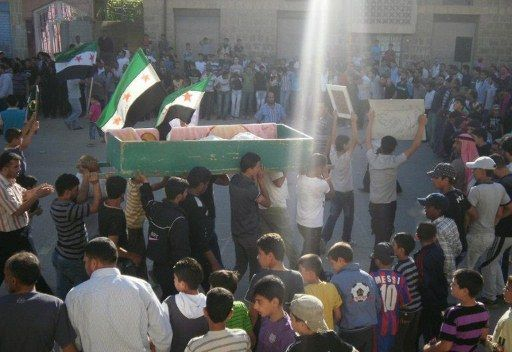 syrians_demos_with_flag_1